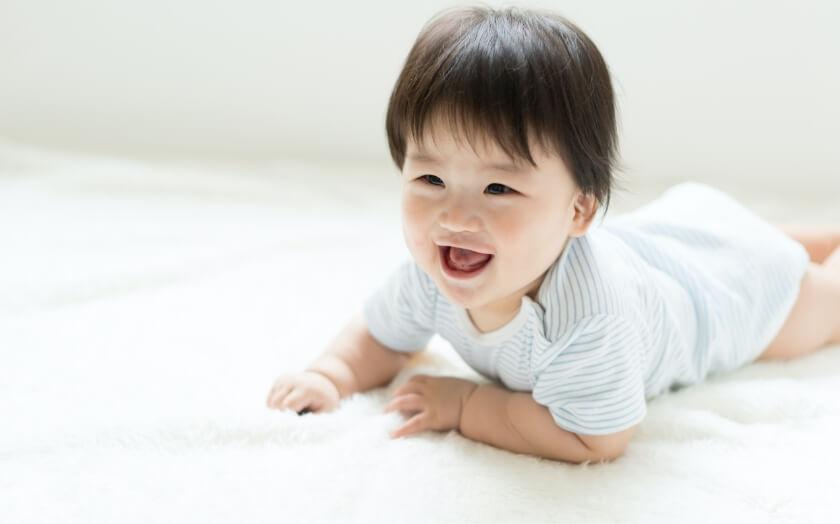 笑っている赤ちゃんの写真