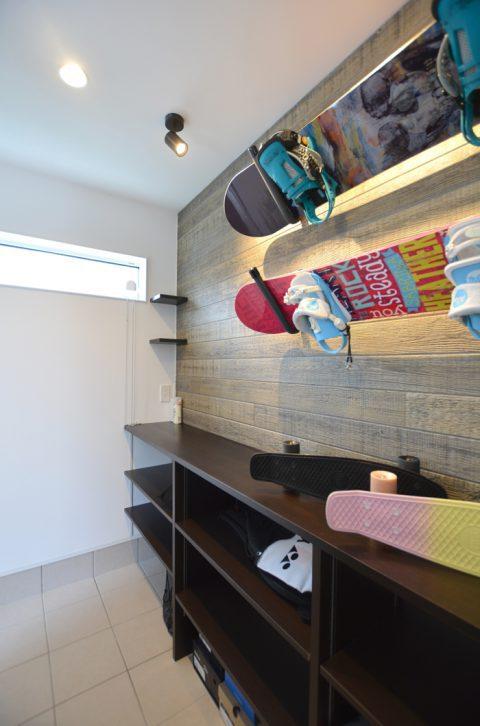 スノーボードを飾る家