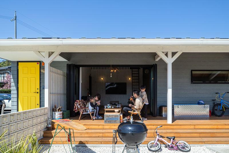 アウトドアリビングを楽しむ平屋のカリフォルニアスタイル
